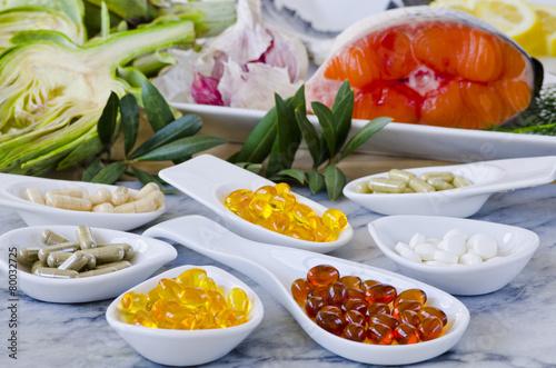 Leinwanddruck Bild Variety of nutritional supplements.