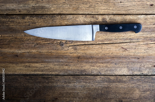 Knife on rustic kitchen table with copy space - 80035942
