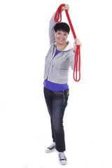 Ältere Frau mit Seil macht Fitnessübung isoliert