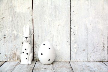 Osterhase und Ei  - schwarz / weiß