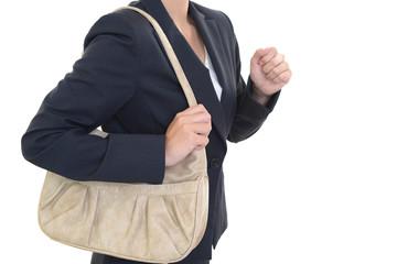 ショルダーバックを持つ女性