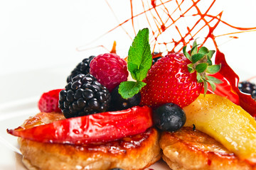pancakes with apples and  berries