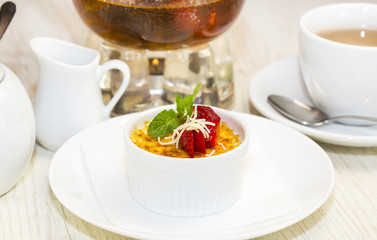 serving of cream brulee
