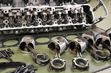 自動車エンジンのレストア