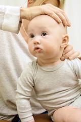 Heilpraktiker bei Osteopathie von Baby