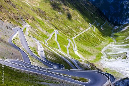 In de dag Alpen road at Passo dello Stelvio, Alto Adige, Italy