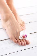 Piękne kobiece stopy, gładkie i zadbane
