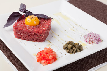 beef tartar with egg