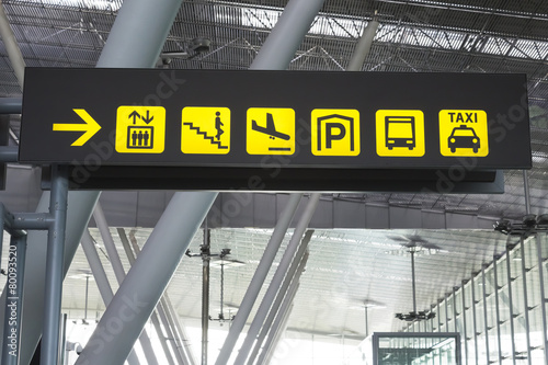 Sign in an airport - 80093520