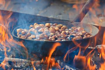 cottura castagne sul fuoco