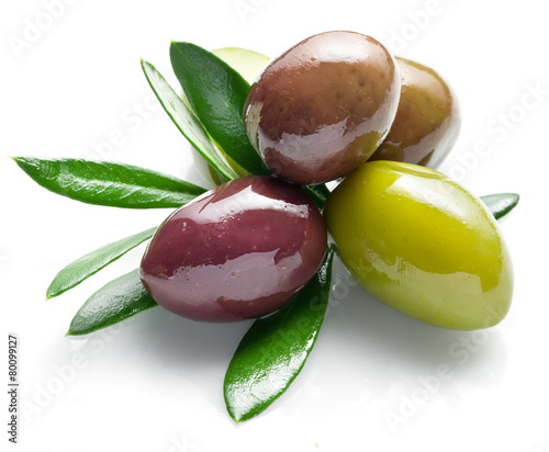 Tuinposter Eten Olives with leaves on a white background.
