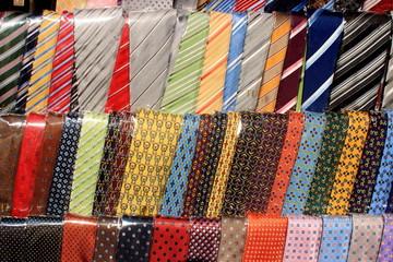 accessorio uomo cravatta artigianato locale