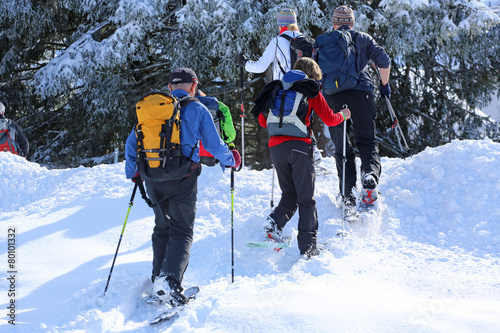 Fotobehang Wintersporten Schneeschuhwandergruppe