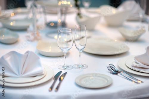 Papiers peints Table preparee Table set for an event party