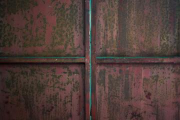 錆びた鉄の扉
