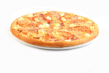 Пицца охотничья  на белом фоне
