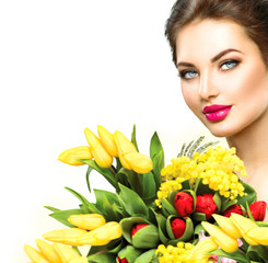 Beauty model woman with spring flowers bouquet