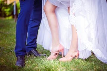 bride and groom, feet, grass