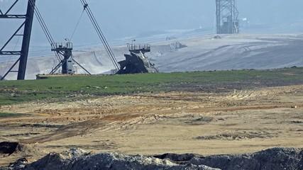 Giant Bucket Wheel Excavator - Opencast mining - Time Lapse