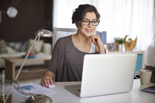 Working at home allow me for flexible working - 80128343