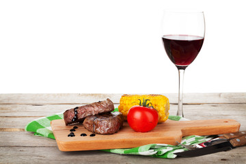 Steak with grilled corn, tomato and red wine