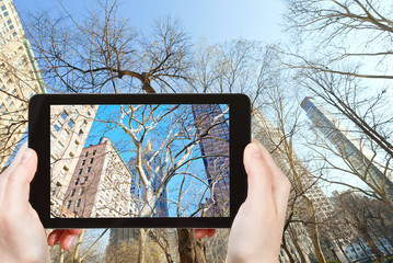 tourist photographs of buildings in New York