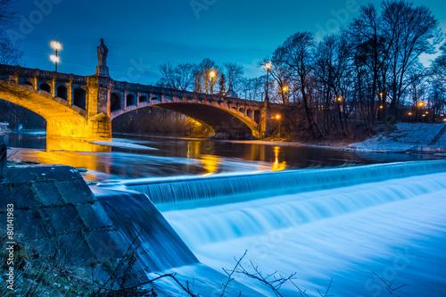 Deurstickers Artistiek mon. Maximiliansbrücke in München bei Nacht