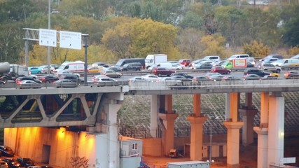 Ambulance rides through traffic jam on Dorogomilovskiy Bridge