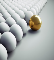 Goldenes Ei in der Menge 2
