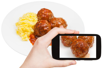 tourist photographs of meat balls