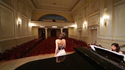 Review from stage with pianist and singer to empty opera hall