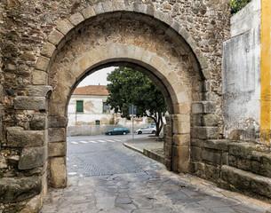 Roman Gate (Arco romano de Dona Isabel)
