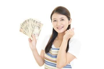 紙幣を持つ女性