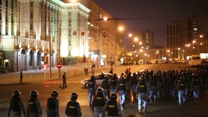 Anti-riot police detachment moves to Academician Sakharov Avenue