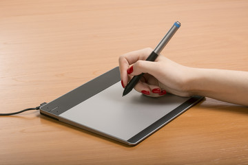 work with the graphic tablet behind desktop