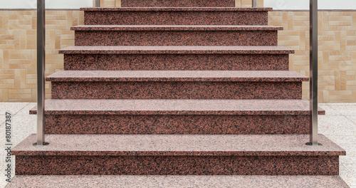 Außentreppe aus rosa Granit frontal - 80187387