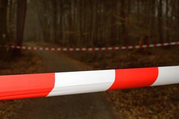 Waldweg gesperrt, q.