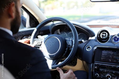 Zdjęcia na płótnie, fototapety, obrazy : Chauffeur am Steuer