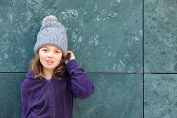 little girl  with wool hat