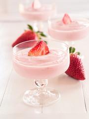 Erdbeerjoghurt in Gläsern