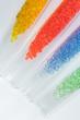 transparent gefärbte Kunststoff Granulate im Labor - 80205906