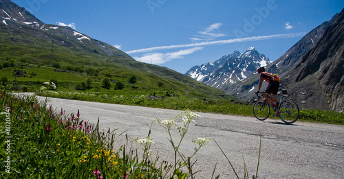 canvas print picture Vélo sur la route du galibier