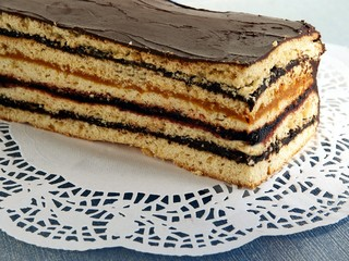 honey layer-cake with chocolate and jams