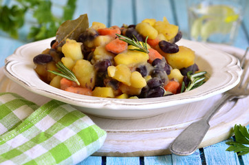Potato stewed with red bean.