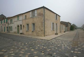 Francia,il paese di Brouage con nebbia.