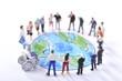 青い地球を見つめる大勢の人々 - 80234969