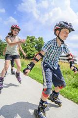 fröhliche junge Skater