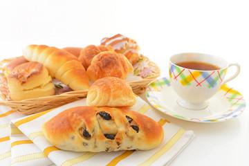 おいしそうなパンと紅茶