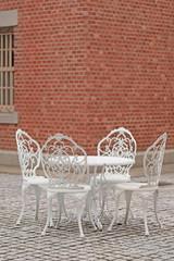 文翔館の中庭のテーブル