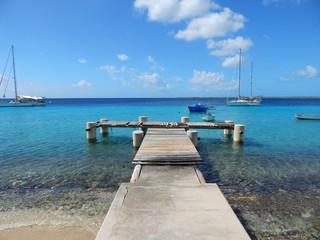 Boote vor Bonaire in der Karibik